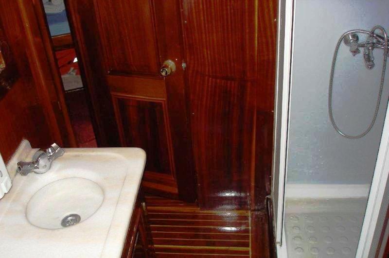 gulet-perla-bathroom-18